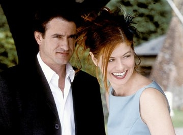 Debra Messing e Dermot Mulroney in una scena di The Wedding Date