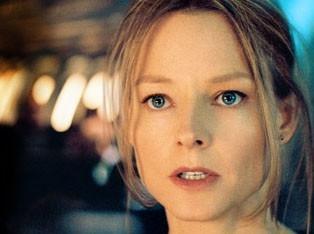 Jodie Foster in una scena del film Flightplan