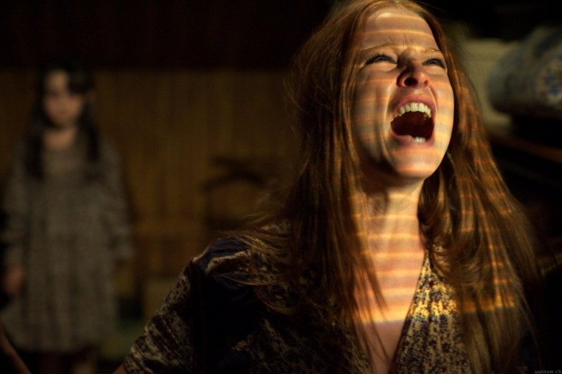 Rachel Nichols in una scena del film The Amityville Horror