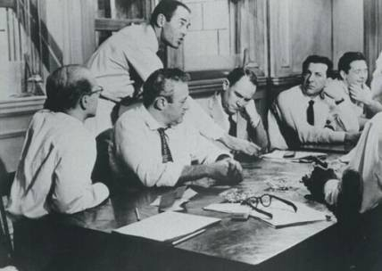 Henry Fonda, John Fiedler, Jack Klugman, Edward Binns, Lee J Cobb in una scena de La parola ai giuratib