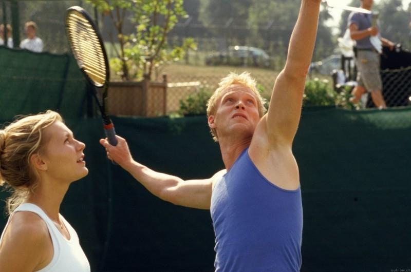 Kirsten Dunst accanto a Paul Bettany in una scena del film Wimbledon