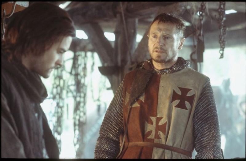 Orlando Bloom con Liam Neeson in una scena de Le crociate