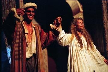Billy Crudup e Claire Danes in una scena di Stage Beauty
