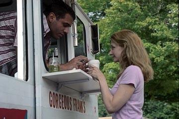 Bobby Cannavale e Patricia Clarkson in una scena di The Station Agent