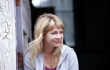 Michelle Williams in una scena di The Station Agent