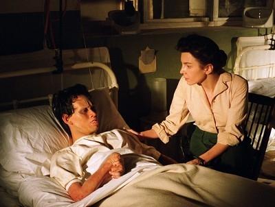 Billy Crawford e Clara Bellar in una scena di Dominion: A Prequel to the Exorcist