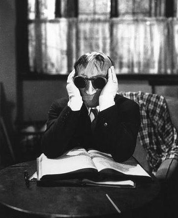 Claude Rains è L'uomo invisibile (1933)