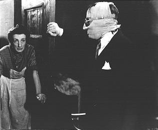 L'attore inglese Claude Rains interpreta L'uomo invisibile