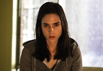 Jennifer Connelly in una scena dell'horror dark Water