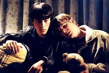 Joseph Gordon-Levitt e Brady Corbet in una scena di Mysterious Skin
