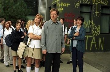 Elizabeth Thai, Mandy Moore and Martin Donovan in una scena di Saved!
