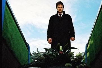 Barry Watson in una scena di Boogeyman