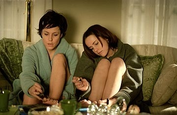 Mary-Louise Parker e Jena Malone in una scena di Saved!