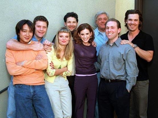 I Goonies oggi: Jonathan Ke Quan, Sean Astin, Martha Plimpton, Corey Feldman, Kerri Green, Jeff Cohen e Josh Brolin