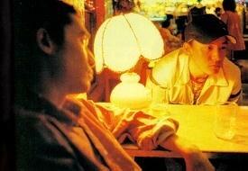 Tony Leung (di spalle) e Chang Chen in una scena di Happy Together