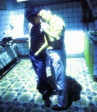 Tony Leung e Leslie Cheung in una scena di Happy Together di Wong Kar-wai