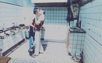 Tony Leung e Leslie Cheung in una scena di Happy Together