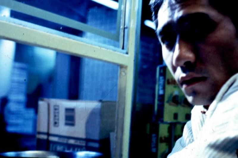 Tony Leung in una foto di scena per il film Happy Together