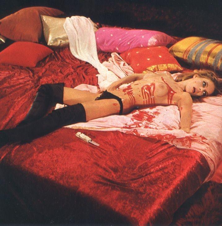 Una scena di Una lucertola con la pelle di donna