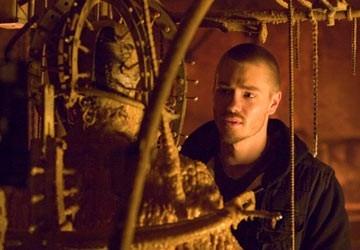 Chad Michael Murray in una scena dell'horror La maschera di cera