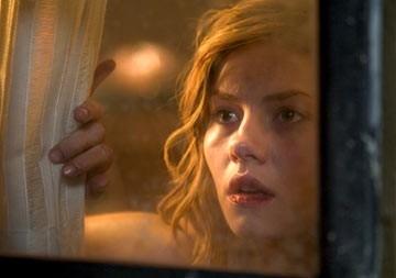 Elisha Cuthbert in una scena dell'horror La maschera di cera