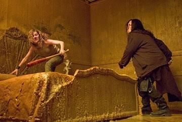 Elisha Cuthbert in una scena del film La maschera di cera