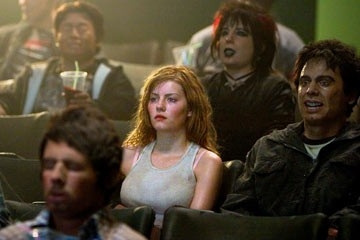 Elisha Cuthbert in una scena inquietante de La maschera di cera