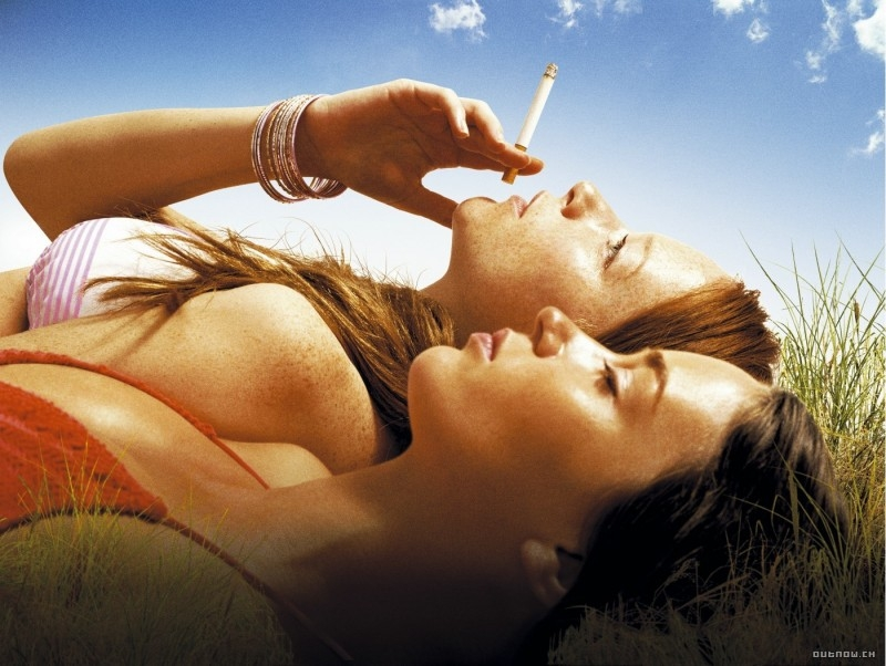 Nathalie Press ed Emily Blunt in una scena di My Summer of Love (2004)