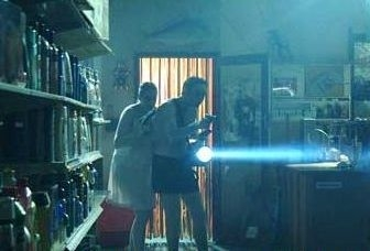 Lisa Cunningham e Rob Jenkins in una scena di Undead