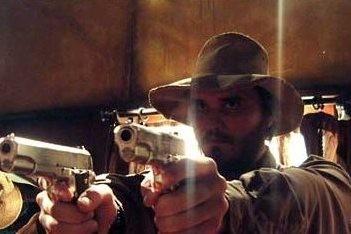 Mungo McKay in una scena di Undead