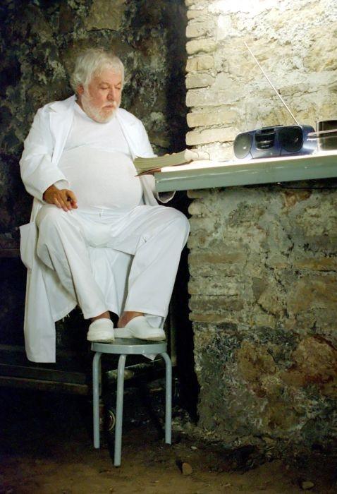 Paolo Villaggio in una scena di Gas