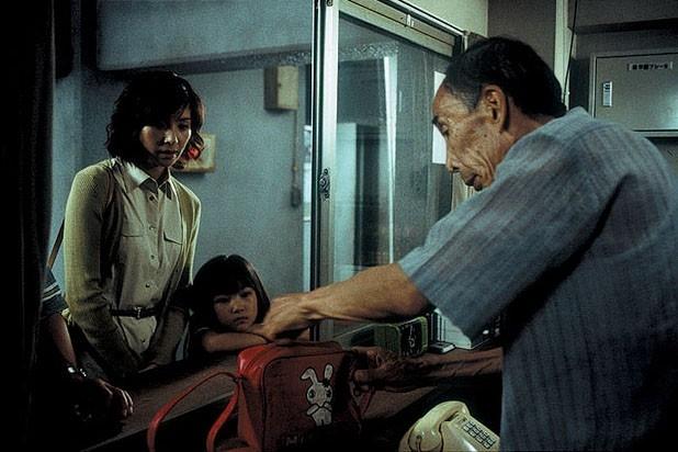 Rio Kanno ed Hitomi Kuroki in una scena di Dark Water
