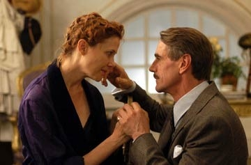 Annette Bening e Jeremy Irons in Being Julia