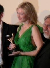 Cate Blanchett ritira il Vesuvio Award alla carriera al Napoli FilmFestival 2005