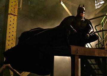 Christian Bale in una scena di Batman Begins di C. Nolan