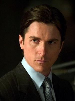 primo piano di Christian Bale in una scena di Batman Begins