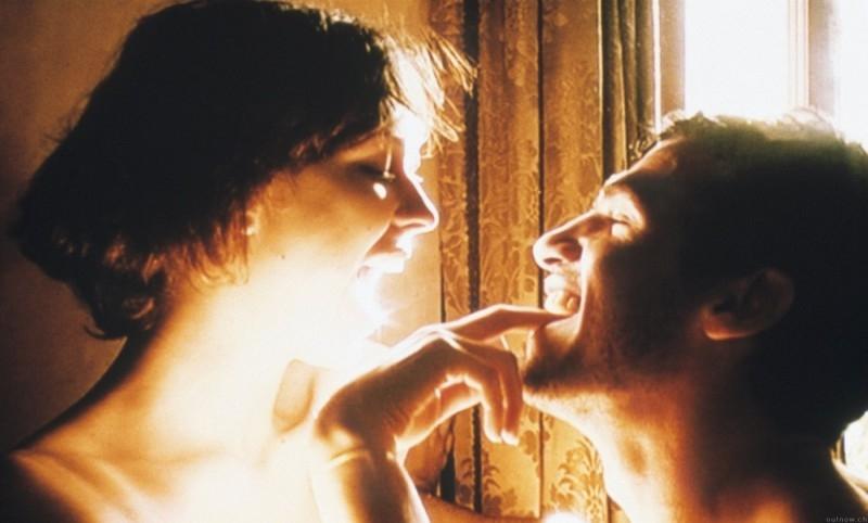 Kieran O'Brien e Margo Stilley in una scena di 9 Songs