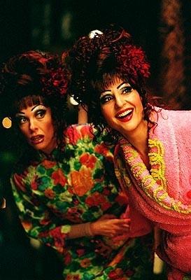 Nia Vardalos e Toni Collette in una scena di Connie e Carla