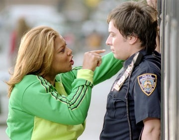 Queen Latifah e Jimmy Fallon in una scena di New York Taxi