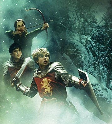 Anna Popplewell, Skandar Keynes e William Moseleyin una scena di The Chronicles of Narnia: The Lion, the Witch and the Wardrobe