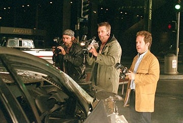 Kevin Gage e Daniel Baldwin in una scena di Paparazzi