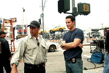 Paul Abascal e Cole Hauser sul set di Paparazzi
