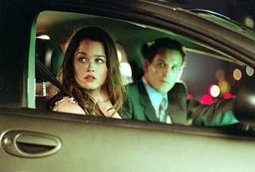Robin Tunney e Cole Hauser in una scena di Paparazzi