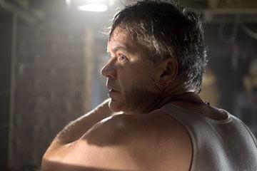 Tim Robbins in una scena de La guerra dei mondi