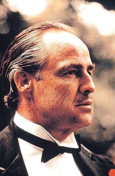 Marlon Brando in una sequenza de Il Padrino