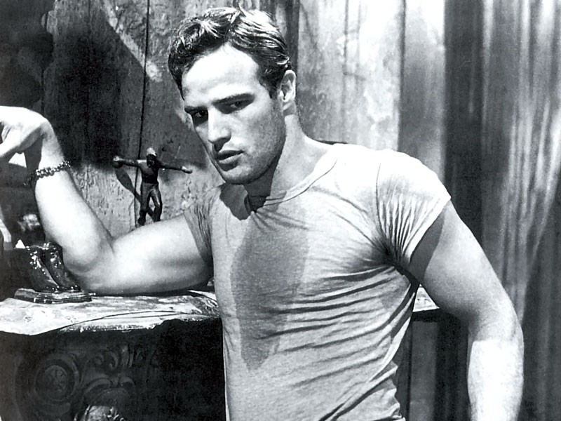 Marlon Brando in una scena di Un tram che si chiama Desiderio