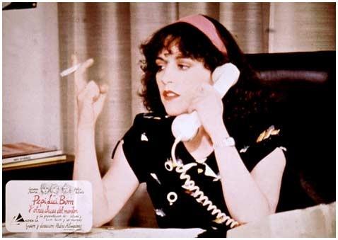 Carmen Maura in una lobbycard promozionale per Pepi, Luci, Bom e le altre ragazze del mucchio