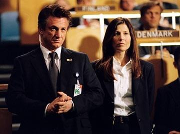 Catherine Keener e Sean Penn in una scena del film The Interpreter