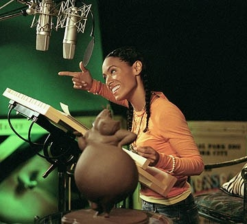 Jada Pinkett Smith in sala doppiaggio per Madagascar