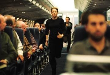 Jodie Foster in una scena di Flightplan